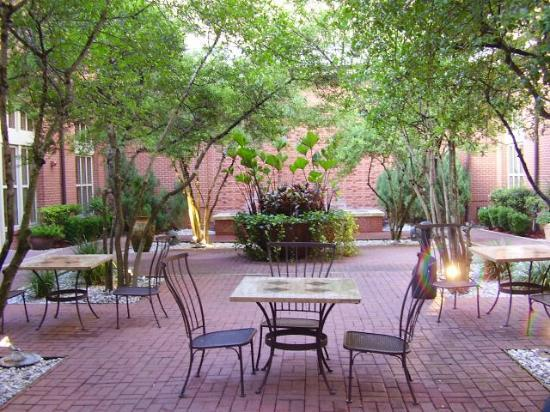 Sugar Land Marriott Town Square: Inner courtyard