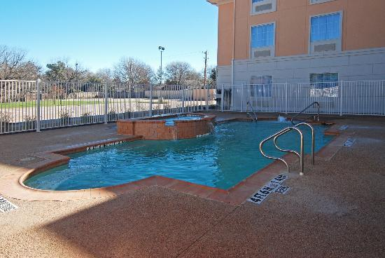 Comfort Suites: Ah! Welcoming Pool for a Hot Texas Day!