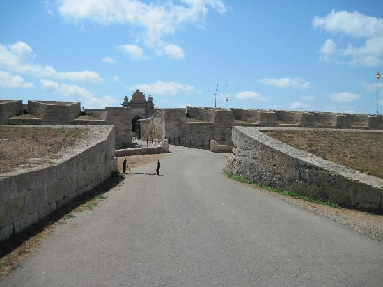 La Mola de Menorca: Main Queens gate