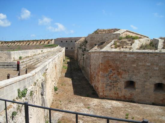 La Mola de Menorca: Outer moat