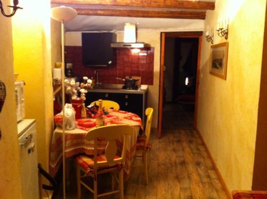 Chambres D'Hôtes Les Means : coin cuisine / chambre Sommets