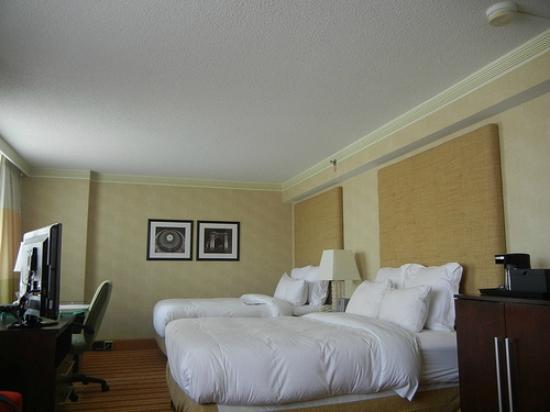 Renaissance Columbus Downtown Hotel: Bedroom beds