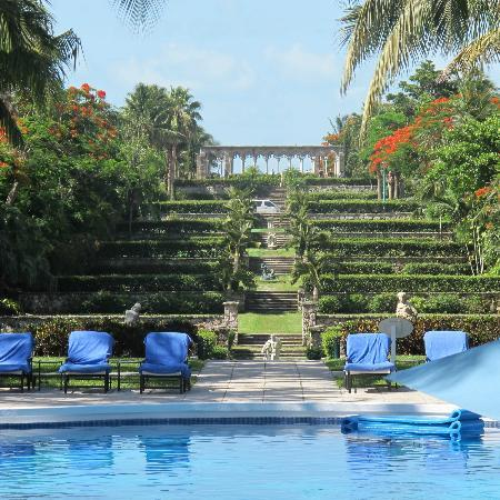 The Ocean Club, A Four Seasons Resort, Bahamas: Amazing garden ruins