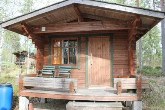 Camping Nyyssanniemi: Cottages / cabins for 4 persons with fridge and terrace.
