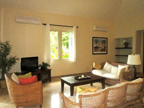 Red Frog Beach Island Resort & Spa: Living room in Villa 17