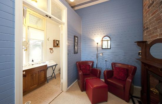 Milton Bed and Breakfast: The Milton Room with sitting room and en suite