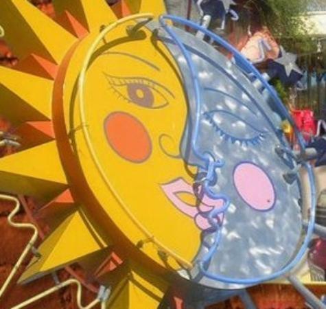 El Sol y La Luna: exterior signage