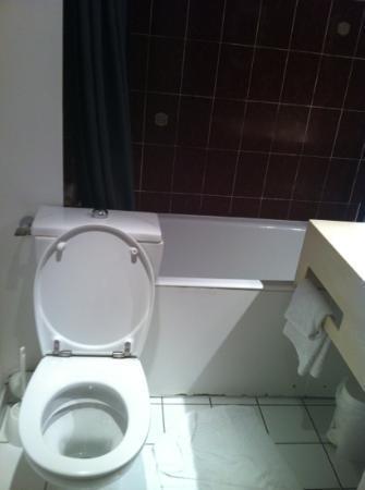 Hôtel Princes de Catalogne : salle de bain