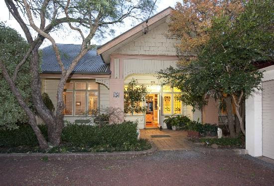 Milton Bed and Breakfast: Historic House circa 1908