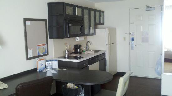 Candlewood Suites Boston-Burlington: Kitchenette