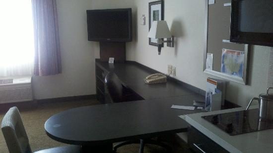 Candlewood Suites Boston-Burlington: TV, desk, dresser, and table unit