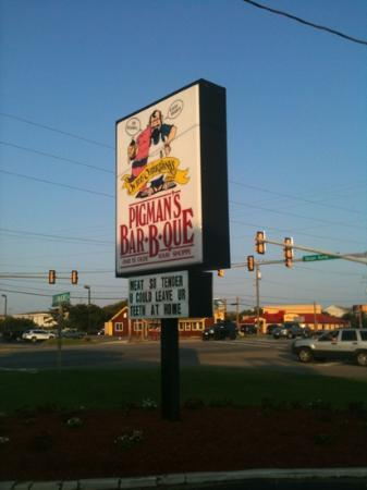 Pigman's Bar-B-Que: sign by road