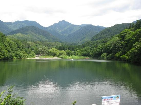 Yuzawa-machi, Jepang: A view of the lake