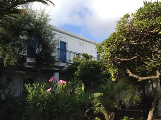 โรงแรมเลส์ เซเบิลส์ นัวร์: giardino interno