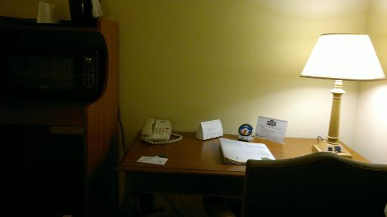 Country Inn & Suites By Carlson, Newark Airport: desk