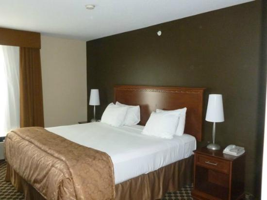 Best Western Strathmore Inn: Bedroom