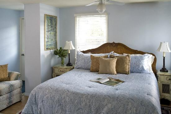 Blueberry Cove Inn: Hideaway Suite bedroom