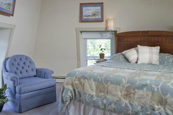 Blueberry Cove Inn: Crow's Nest Room