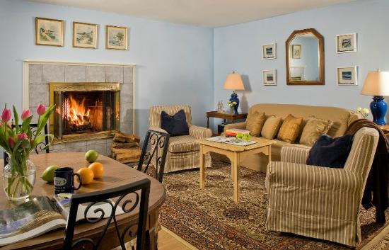 Blueberry Cove Inn: Hideaway Apartment Suite