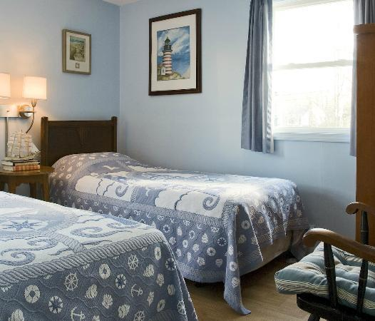 Blueberry Cove Inn: Hideaway Suite, Twin Bedroom