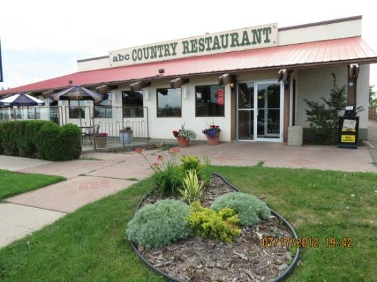 ABC Country Restaurant: Nicely landscaped exterior