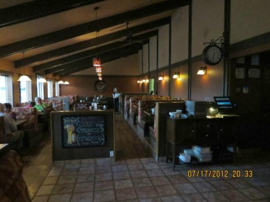 ABC Country Restaurant: Attractive country-style decor