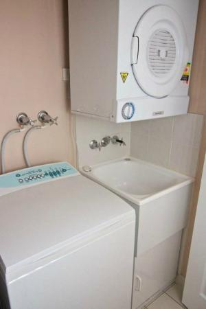 Portobello Resort Apartments: Laundry