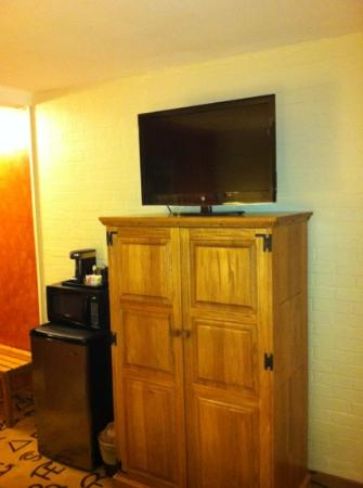 Dude Rancher Lodge: TV and Closet