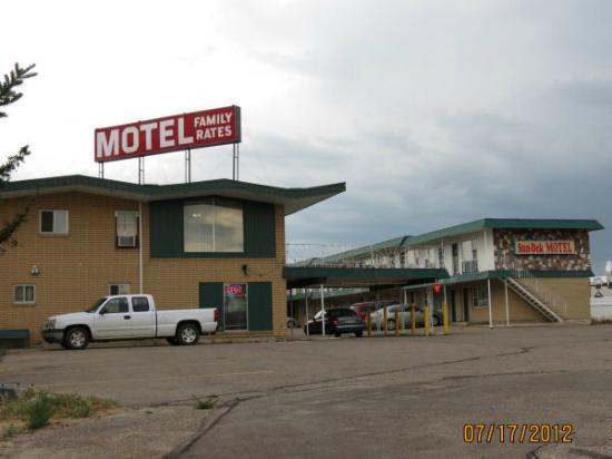 Sun Dek Motel: View from the street