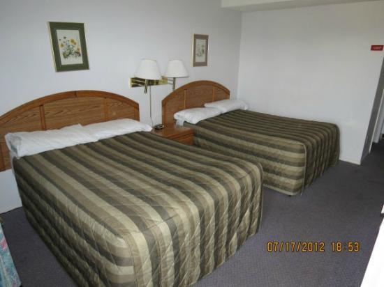 Sun Dek Motel: Two double beds