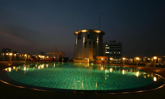 Seven Place Executive: Outdoor Pool