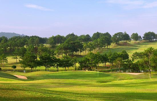 Dalat Palace Golf Club: Green 3