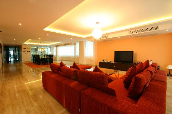 Seven Place Executive : Living Room