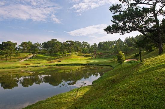 Dalat Palace Golf Club: Hole 16
