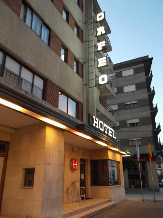 Hotel Orfeo: Fachada principal frente a la calle