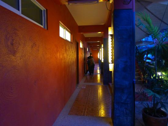 Anisabel Suites: External corridor