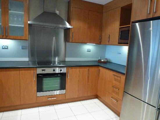 Lakeside Apartments: Kitchen