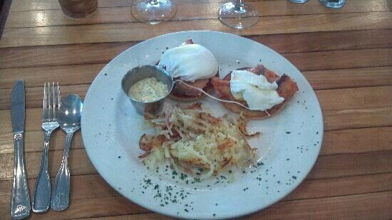 Bintliff's Ogunquit: Smoked Salmon Benedict, Dill Holandais on the side! Perfection.