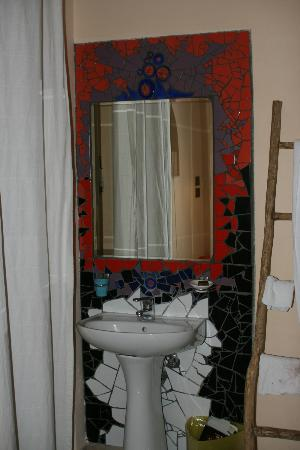 The Beehive: The sink in our private room. Gotta love mosaics!