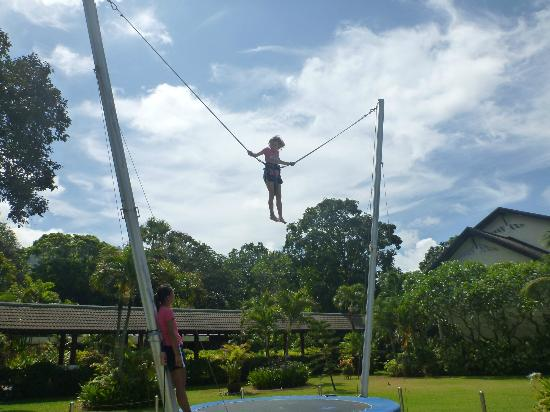 Club Med Phuket : The girls taking on the high wire challenges