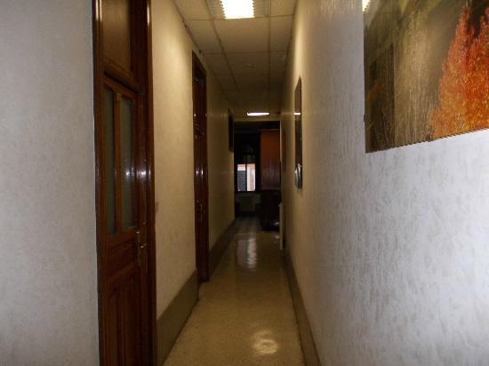 Nostra Signora di Lourdes: Corredor del tercer piso.