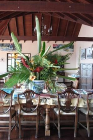 Petite Anse Hotel Grenada: Wonderful fresh flowers from Anne's garden.