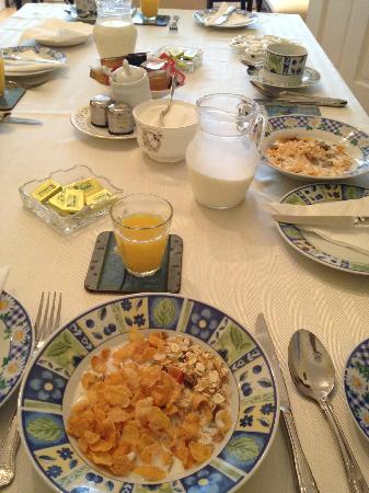 Hillside: breakfast