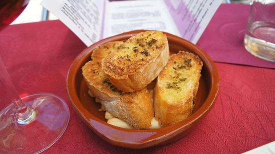 Cassis Bistro : bread