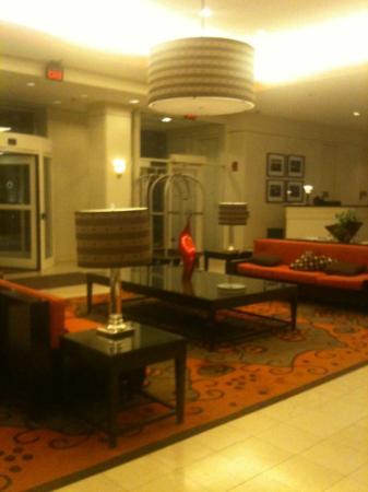 DoubleTree Suites by Hilton Boston-Cambridge: lobby of Doubletree