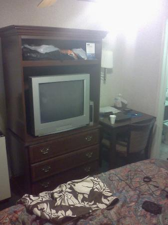 Travelodge Merced Yosemite: Antiquated furniture.