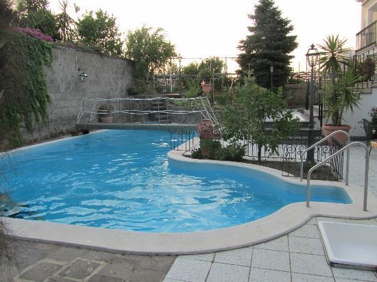 Villa Adriana Guesthouse Sorrento: The beautiful pool