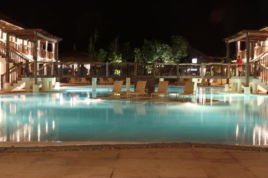 Bluewater Panglao Beach Resort: Swimming Pool at Night