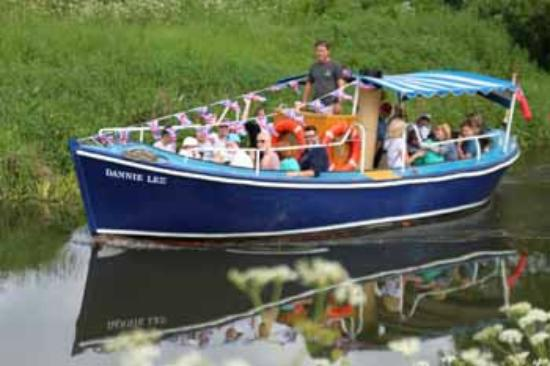 Bodiam Boating Station: Our ex-lifeboat Ferry - The Dannie Lee