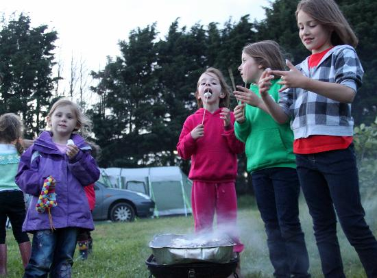 Bodiam Boating Station: Camp fires and toasted Marshmallows